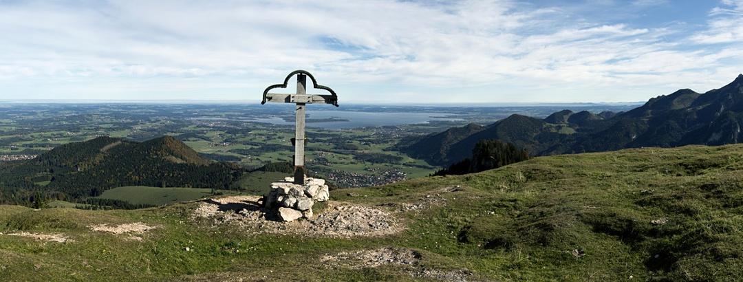 Panoramablick vom Laubenstein auf den Chiemgau und die Kampenwand