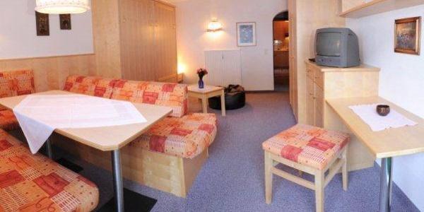 Wohnraum Apartment für 2-3 Personen mit Balkon