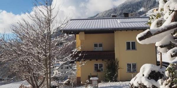 Hausansicht Winter-