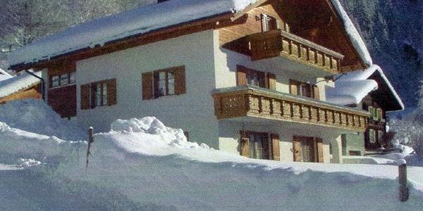 Hausansicht Winter, FeWo mit Balkon