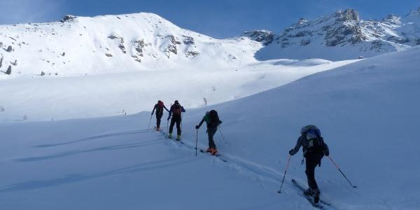 Kurz nach der Inneren Zeischalm öffnet sich ein wunderschönes und anfänglich nicht allzu steiles Skigelände.