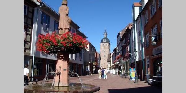 Marktstraße und Stadtturm in Buchen (Odenwald)