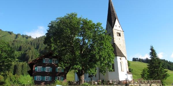 Kirche und Pfarrhaus von Mittelberg
