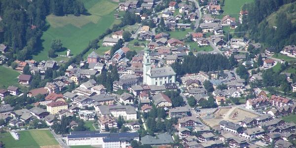 Toblach in den Dolomiten, vom Sarlkofel aus fotografiert