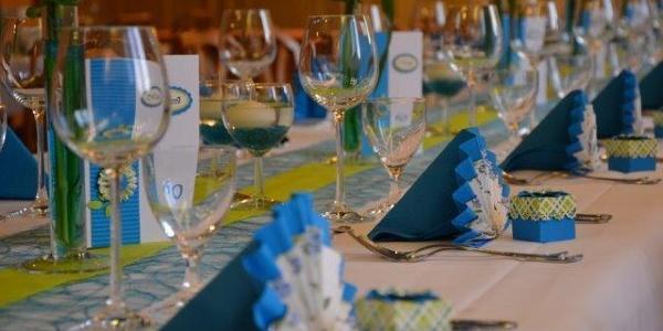 Gedeckter Tisch im Festsaal