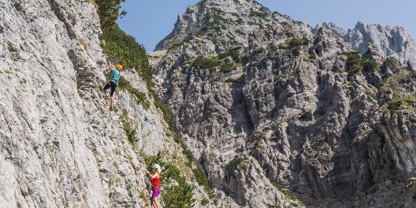 Einstiegswand am Klettersteig Klamml