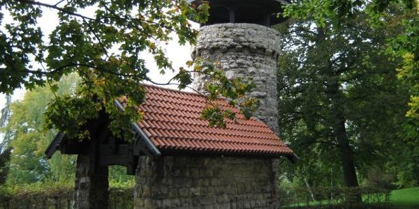 Der Hachelturm mit Blick auf Pforzheim