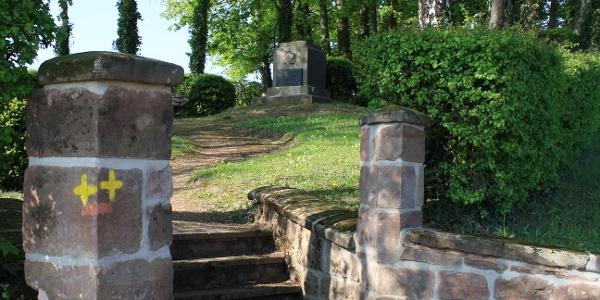 Zugang Kriegerdenkmal Mörsbach