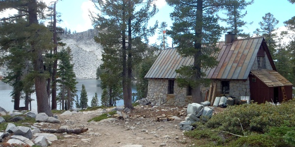 Ostrander Lake mit Hütte