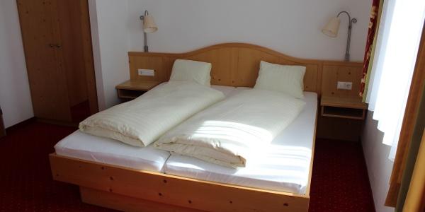Eines der Doppelzimmer