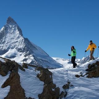 Schneeschuhwandern mit winterlichem Panorama