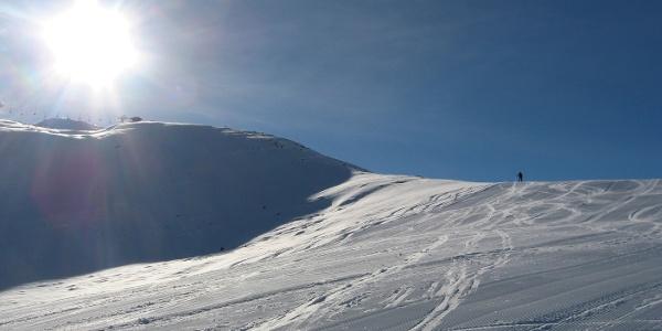 Über dem Rücken gehts dann aufwärts Richtung Gipfel.