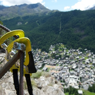 Via ferrata Schweifinen surplombant les toits de Zermatt