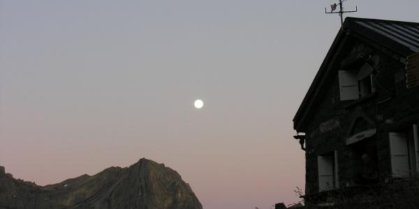 Mond über der Cabane de Susanfe