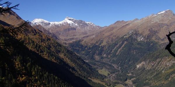 Blick ins Tauerntal - die Radstrecke im Talboden ist zu erkennen