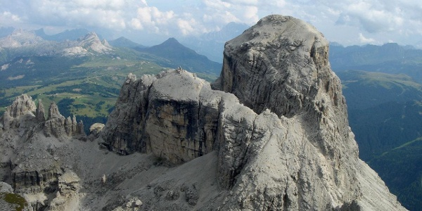 Der markante Gipfelaufbau des Sassongher