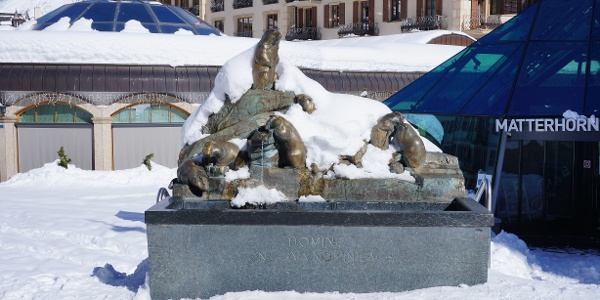 Marmot fountain with the Matterhorn Museum in the background