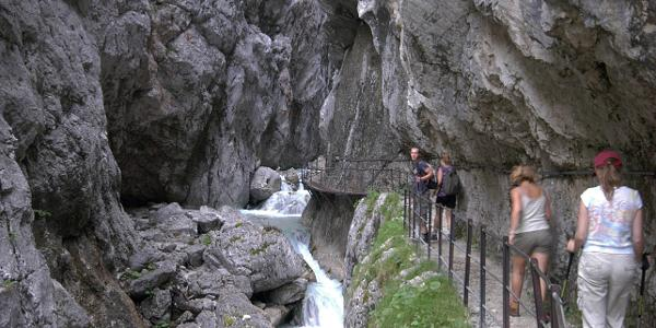 Durch die Höllentalklamm ist ein möglicher Weg zu Fuss auf die Zugspitze zu gehen.