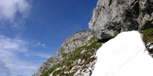 Ostgratanstieg, Gipfelkreuz in Sicht