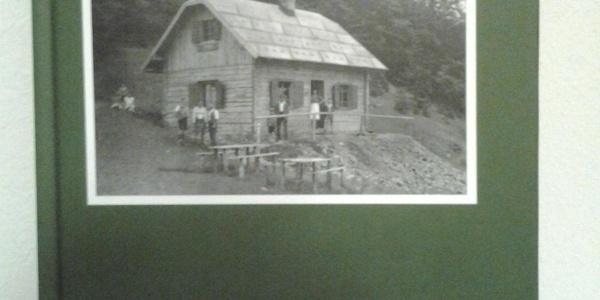 das Buch über die Geschichte der Waldburganger Hütte
