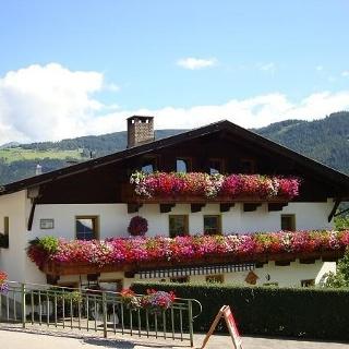 Haus Kirchbrugger Hausansicht Sommer
