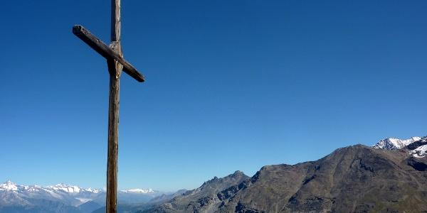 Croix au sommet du Gross Kastel, avec panorama époustouflant