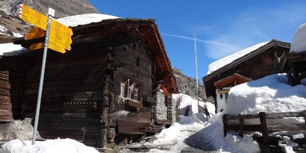 On the winter hiking trail to Zmutt via Bielti